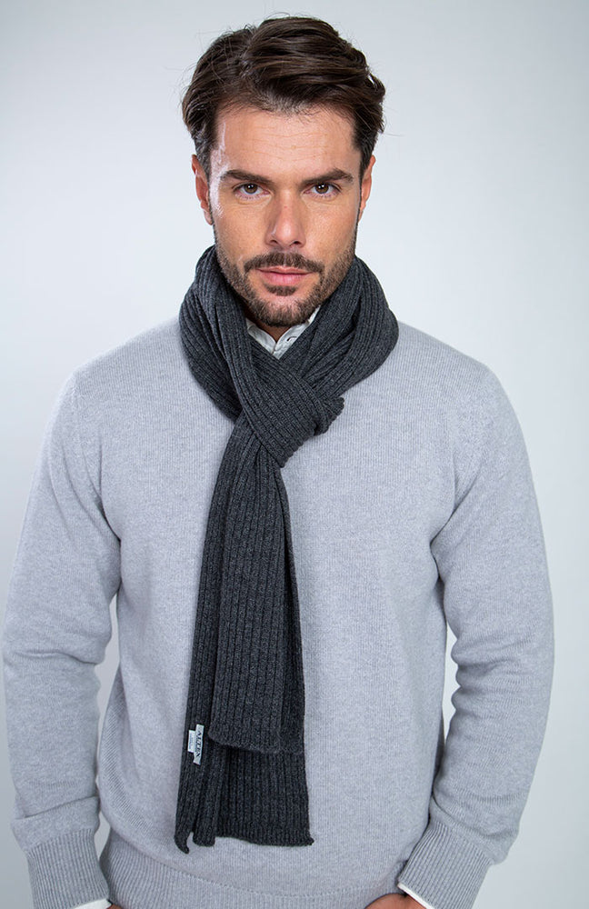 Sciarpa a coste da uomo 100% cashmere color antracite, davanti.
