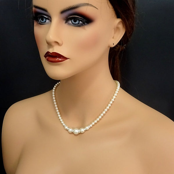 pearl necklace on a model mannequin