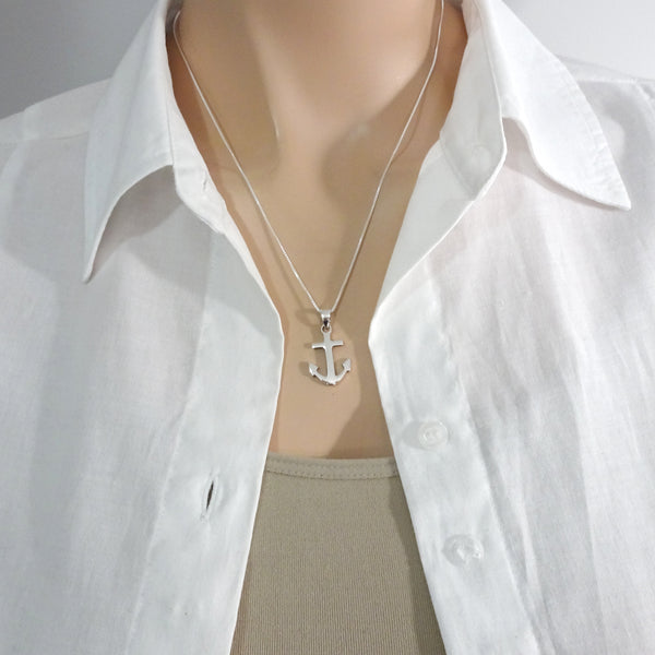 anchor necklace on a model mannequin