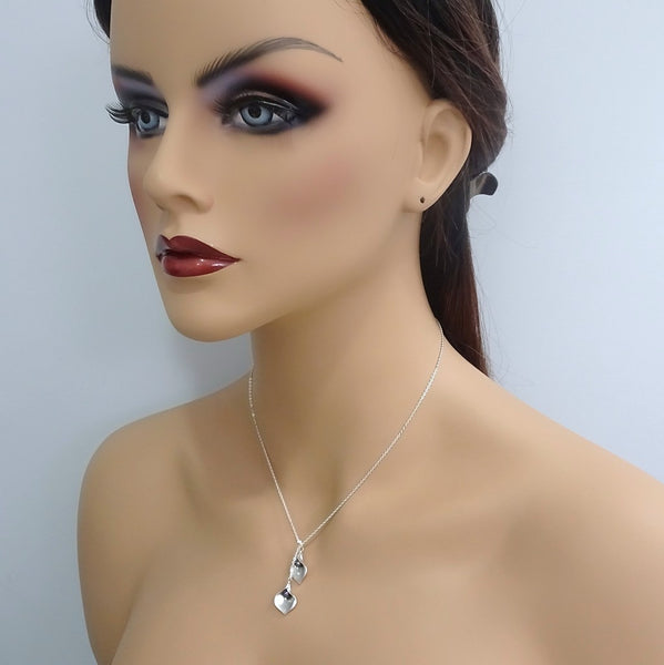 calla lily and pearl lariat necklace on a model mannequin