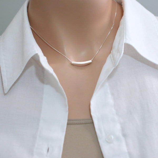 tube bar necklace on a model mannequin