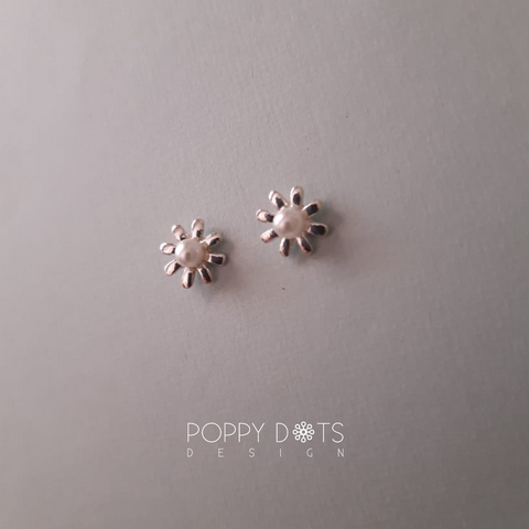 Sterling Silver & Pearl Daisy