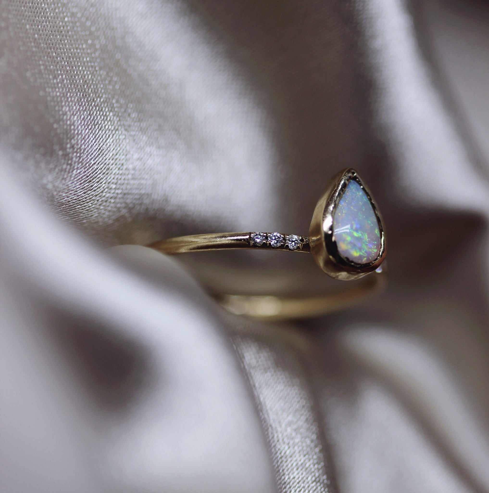 2 1 0 // diamond x teardrop opal ring