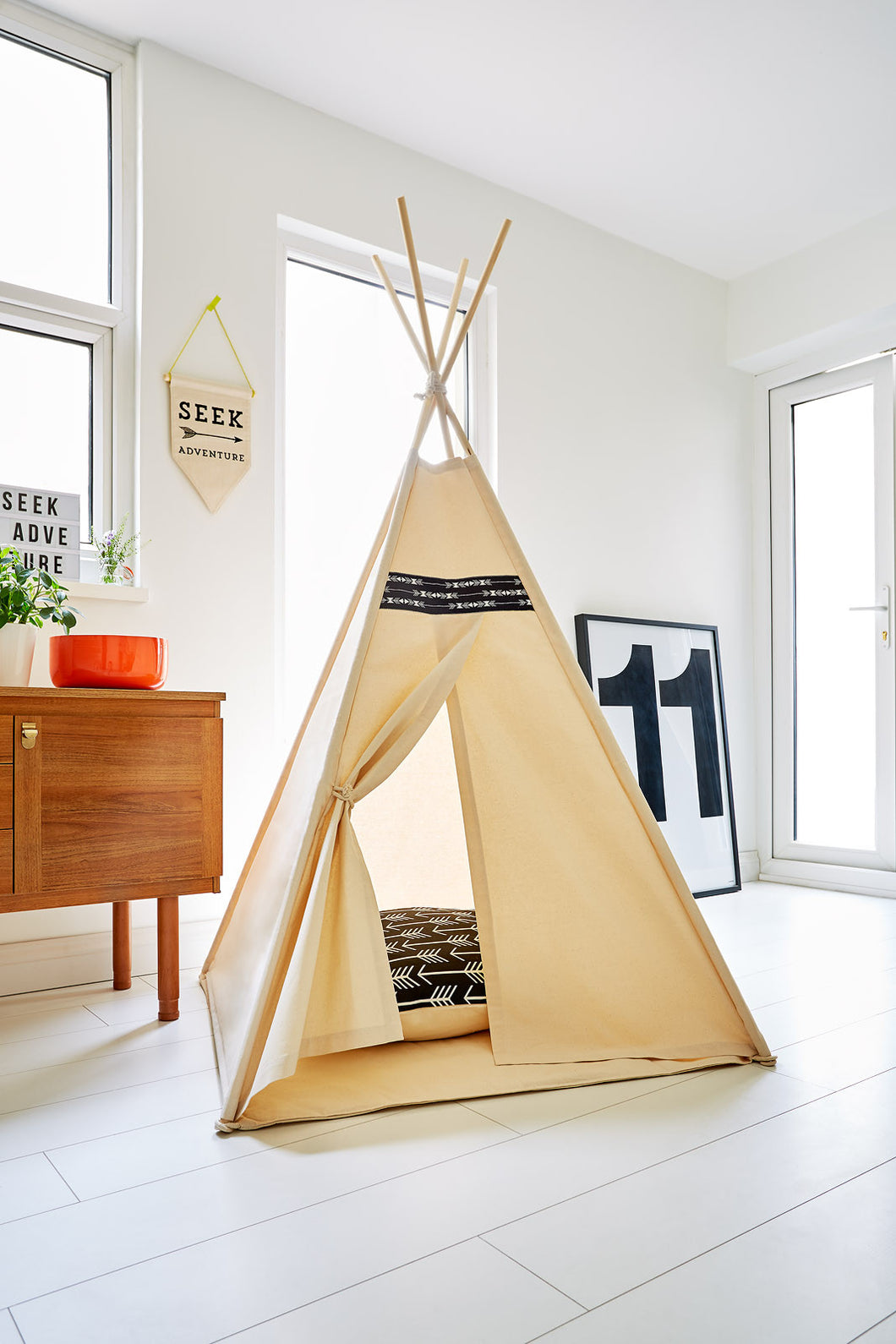 Monochrome Arrow Teepee