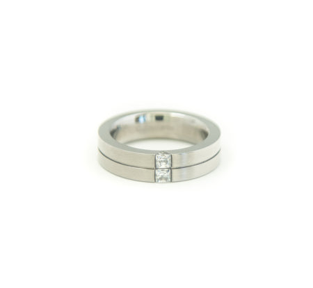 Stacked Cubic Ring