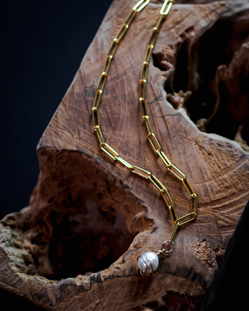 Chain Necklace with wrapped baroque pearl