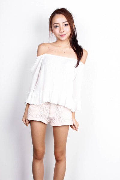 [SOMETHINGBORROWED] White Off Shoulder Top