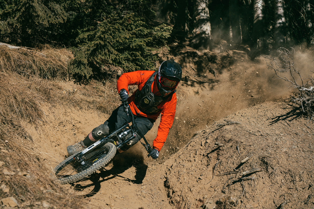 Julien Fournier Kicking Up Dust in Champéry Bikepark - Video