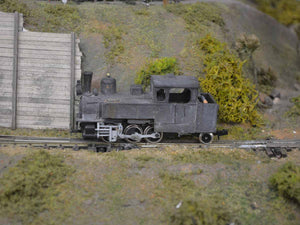 QPM109- Model train locomotive