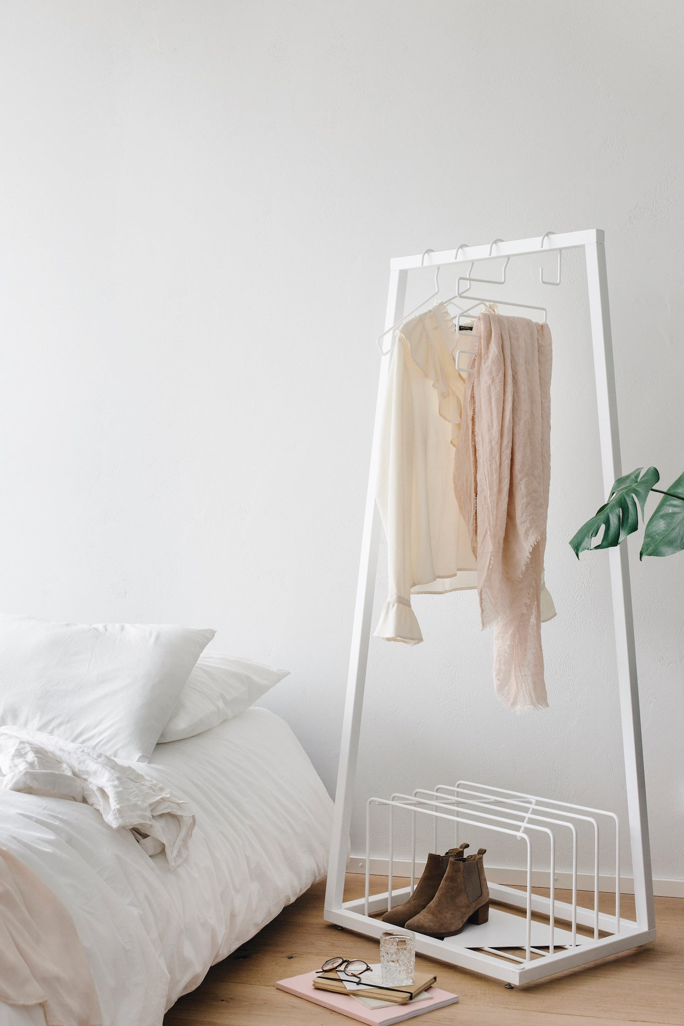 BEdesign-spring-lookbook-coatstand-coatrack-organization-wardrobe