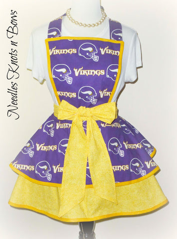 Minnesota Vikings Womens Apron, Womens aprons, Womens Vikings Football Apron, Womens Flirty Team Apron
