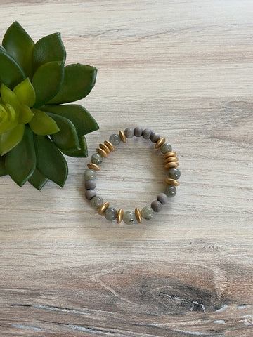 DB26 Grey Bead & Gold Bracelet