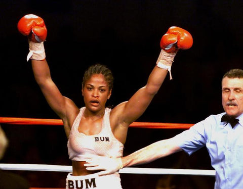 http://www.nydailynews.com/sports/more-sports/remembering-laila-ali-jacqui-frazier-lyde-article-1.2663710