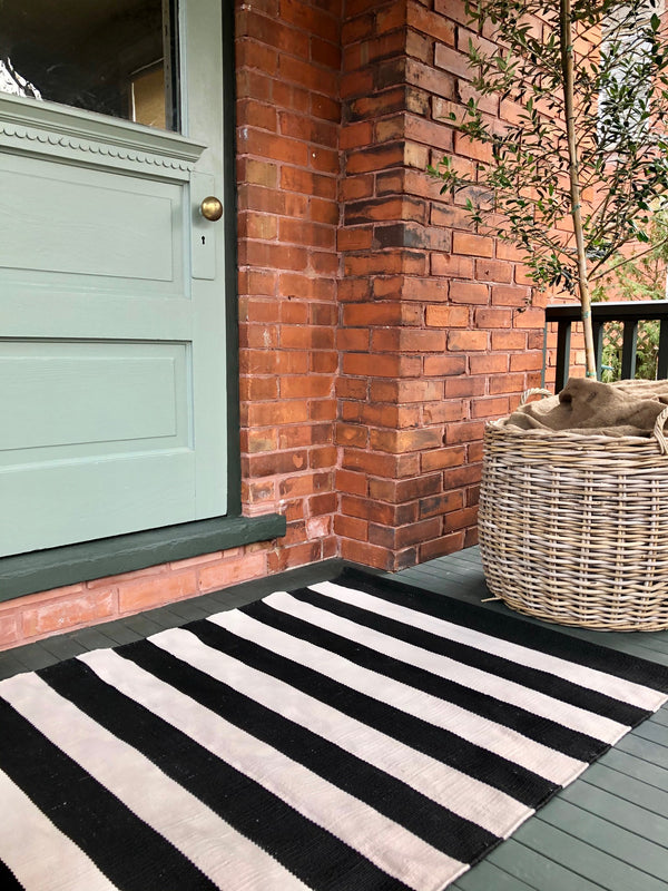 Dash & Albert - Catamaran Stripe Black/Ivory Indoor/Outdoor Rug