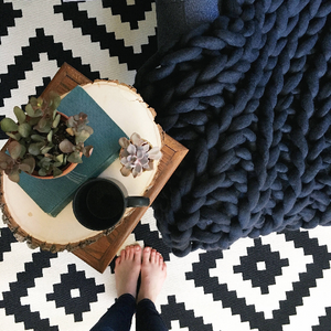 How To Hand Knit Your Chunky Blanket with Video Tutorials by Peony and Thyme