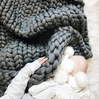 blanket made out of Mama Knows Luxury Big Yarn in Silver Colour