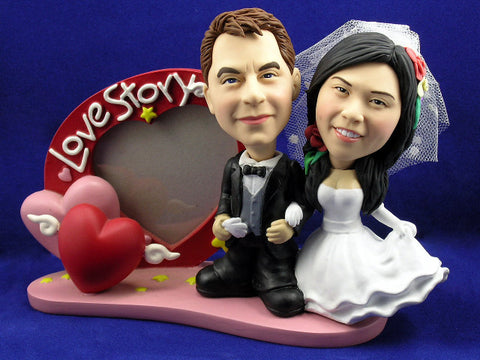 Classic Newlywed Couple with Heart Frame Bobbleheads