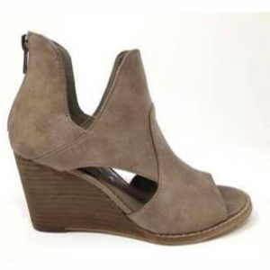 The Hollyridge Wedge- Taupe