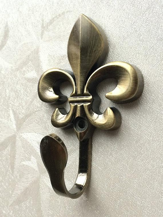 $9.41- Vintage Inspired Wall Hooks Metal Fleur De Lis Wall Decor / Cottage Chic Antique Bronze Curtain French Country Hat Coat Hangers