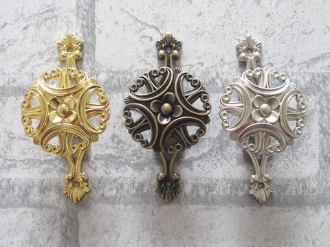 $55.75- Wall Hooks Metal Clover Wall Decor Cottage Chic Antique Bronze Silver Gold Curtain Tie Backs French Country Hat Coat Hangers