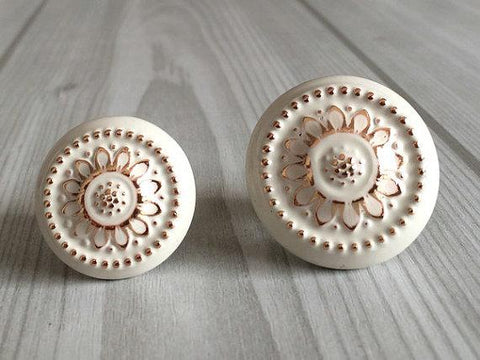 $4.90- Shabby Chic Dresser Drawer Knobs Handles Creamy White Gold Flower / Kitchen Cabinet Door Handle / French Country Home Decor
