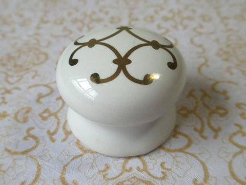 $5.32- Ceramic Knobs White Gold / Shabby Chic Dresser Drawer Knobs Pulls / French Country Kitchen Cabinet Pull Handle Hardware