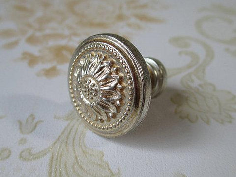 Shabby Chic Dresser Knob Pull Drawer Knobs Pulls Antique Silver Sun Flower Cabinet Handle Knob / French Country Home Decor