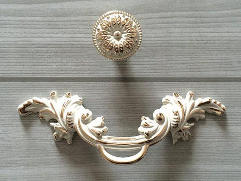 Shabby Chic Dresser Drawer Knobs Handles Creamy White Gold Flower / Kitchen Cabinet Door Handle / French Country Home Decor