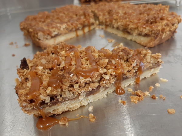 Apple-pie bar with salted caramel
