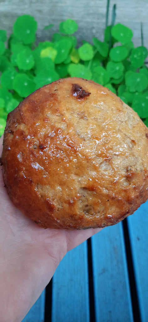Sweet Orange & Date Bun.