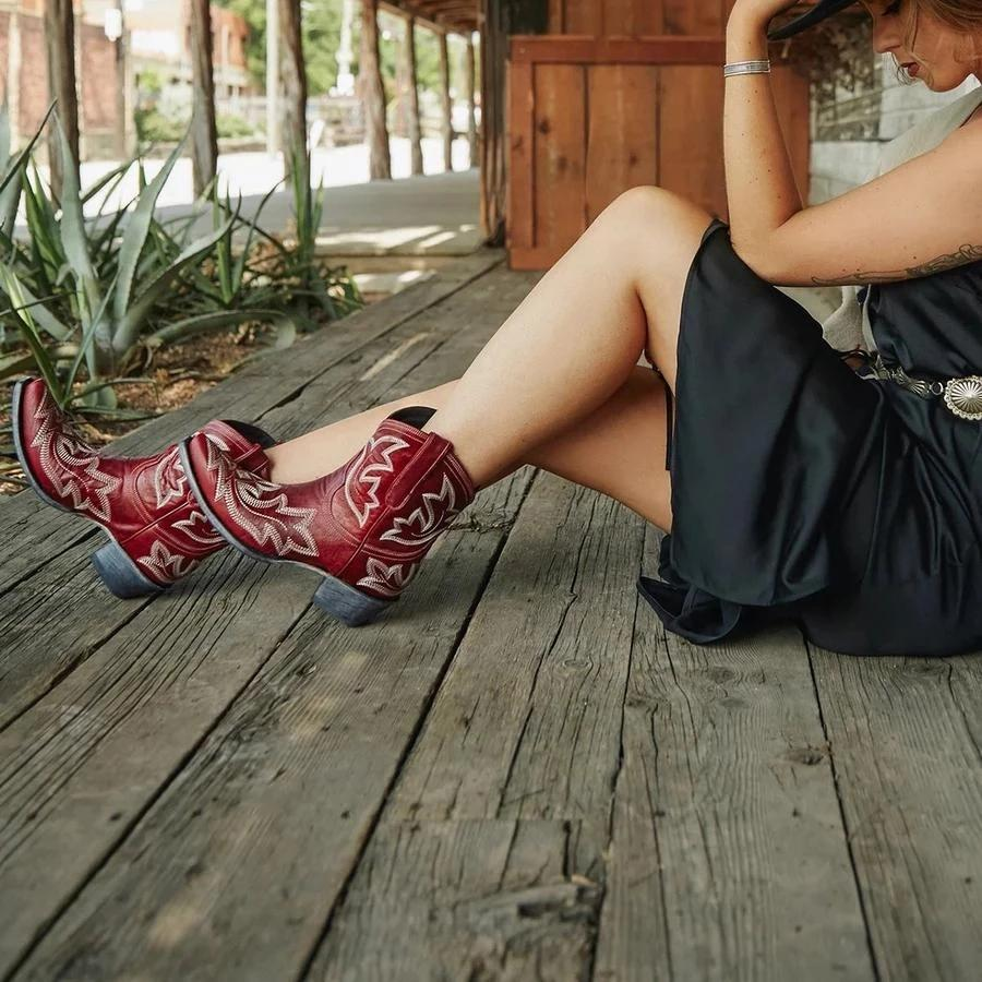Chunky Heel Embroidery Pattern Women Boots
