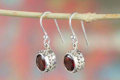 100% Genuine Faceted Garnet Earrings In Sterling Silver