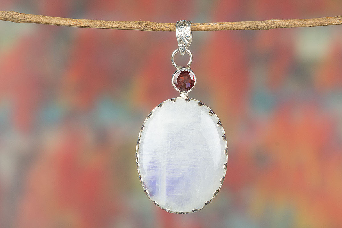 Lovely Rainbow Moonstone & Garnet Gemstone 925 Silver Pendant