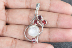Lovely 925 Silver Rainbow Moonstone Gemstone Pendant Jewelry