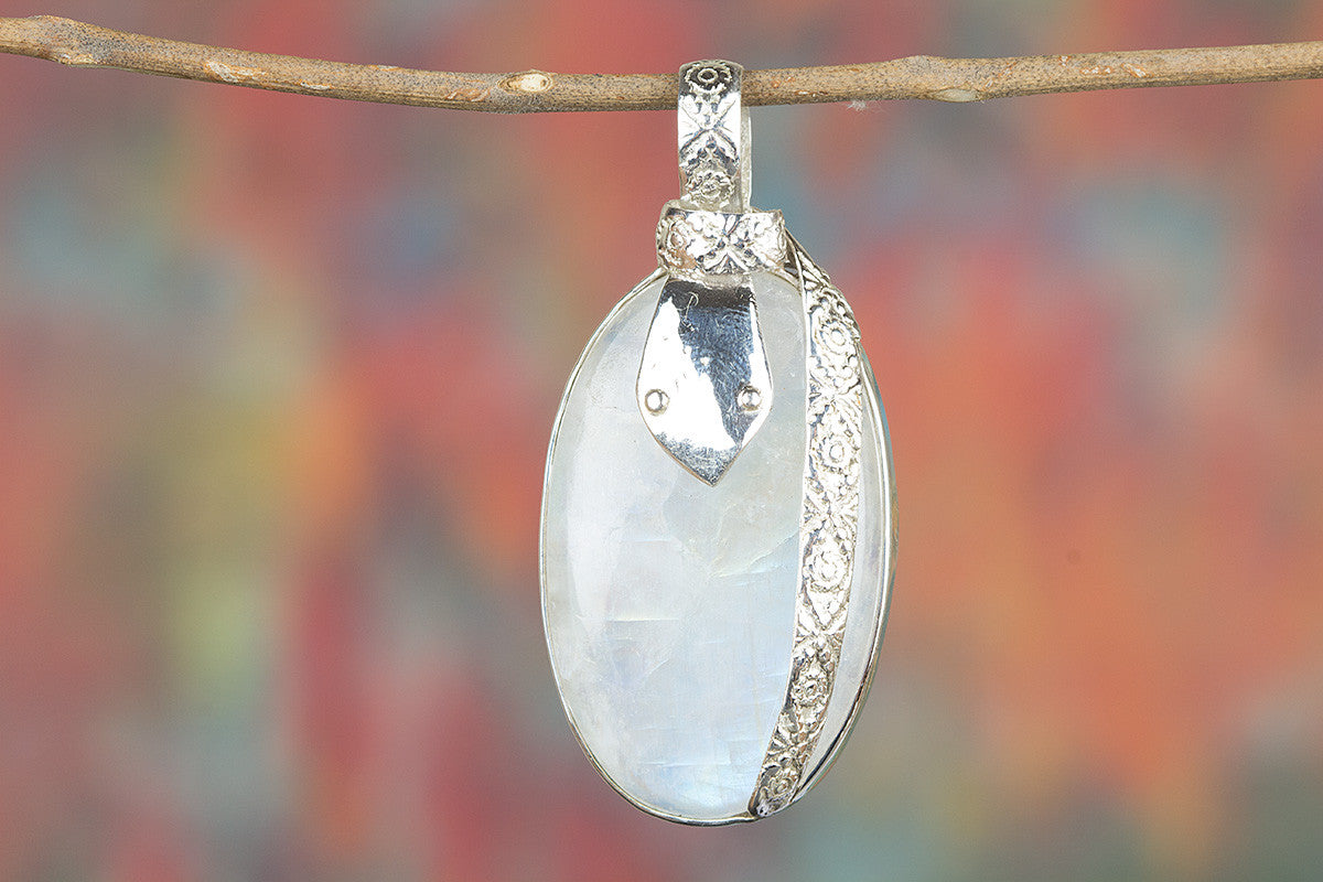 Rainbow moonstone Gemeston 925 Silver Pendant