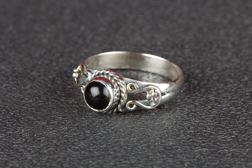 Wonderful Black Onyx Gemstone 925 Silver Ring