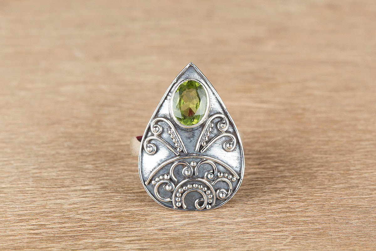 Amazing 925 Silver Faceted Peridot Gemstone Ring