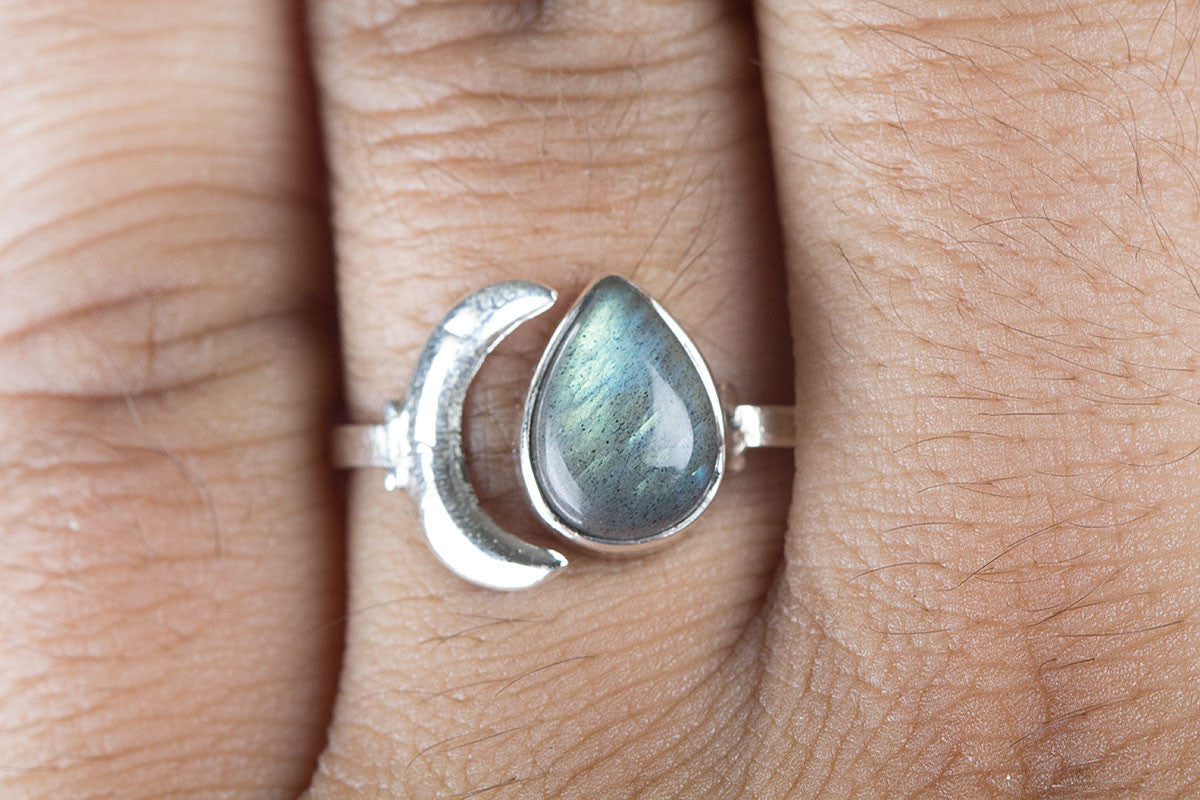 925 Silver Moon Labradorite Gemstone Ring