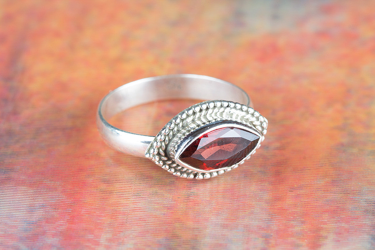 Amazing 925 Faceted Garnet Gemstone Silver Ring