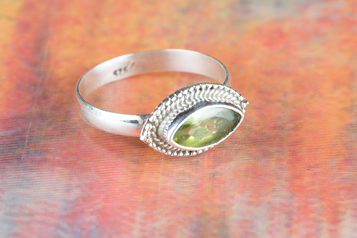 Amazing 925 Peridot Gemstone Silver Ring
