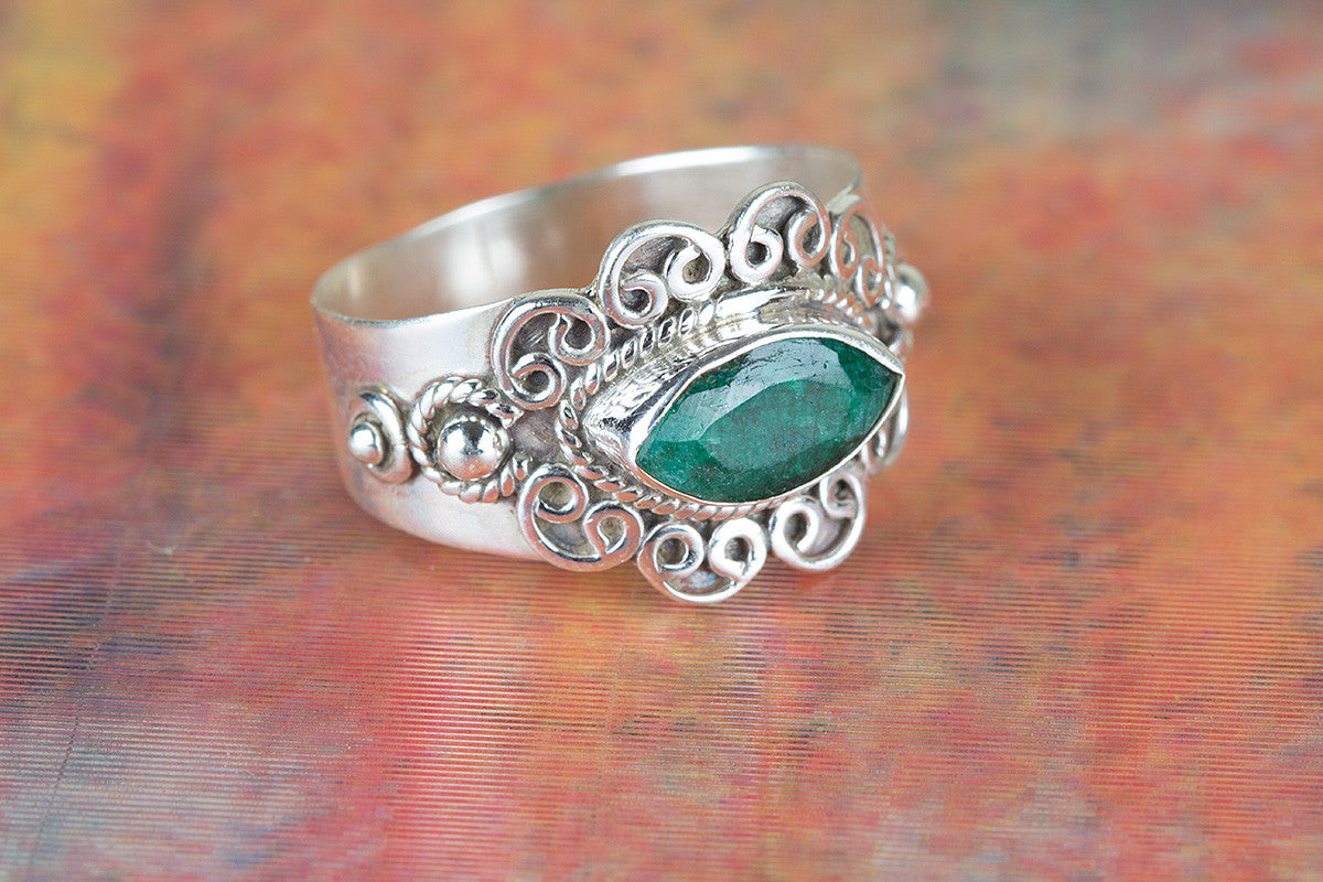 Amazing Emerald Gemstone 925 Silver Ring