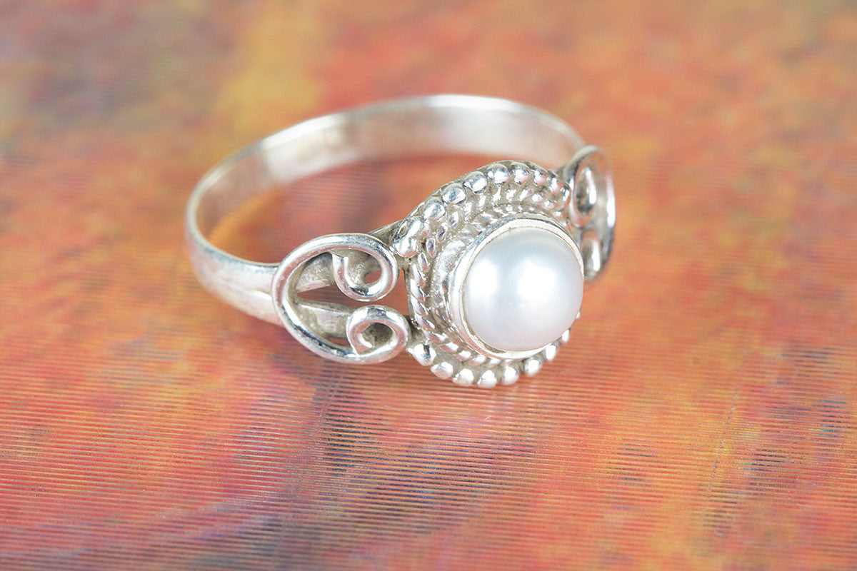 Round Shape Pearl Gemstone 925 Silver Ring