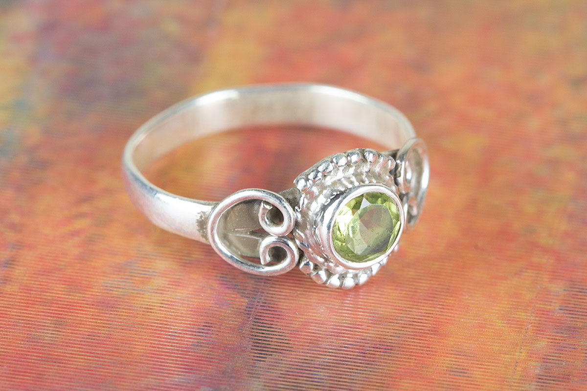 Round Shape Faceted Peridot Gemstone 925 Silver Ring