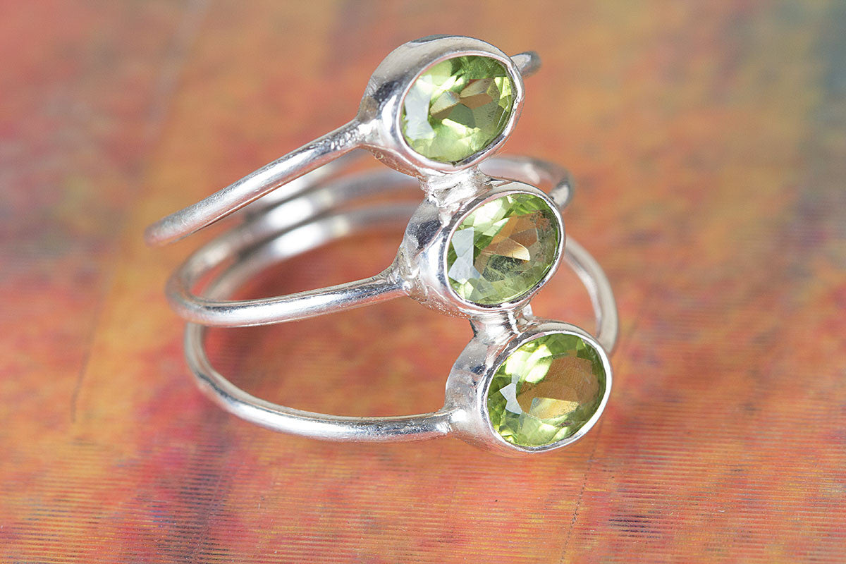 Stunning Green Faceted Peridot Gemstone 925 Silver Ring
