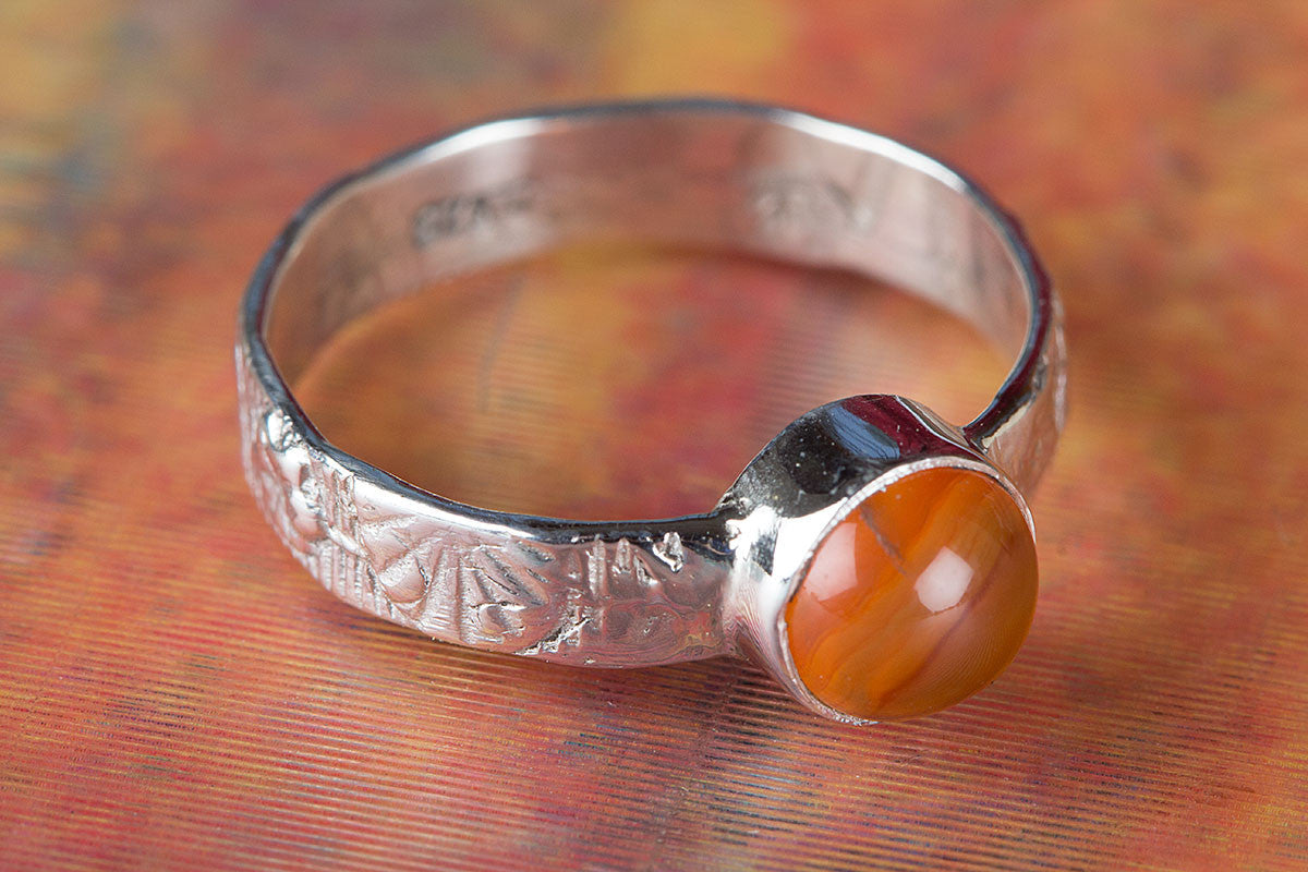Beautiful 925 Sterling Silver Carnelian Gemstone Ring