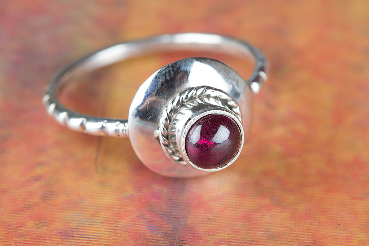 Amazing 925 Sterling Silver Garnet Gemstone Ring,