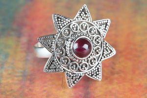 Amezing 92.5 Sterling Silver Garnet Gemstone Ring