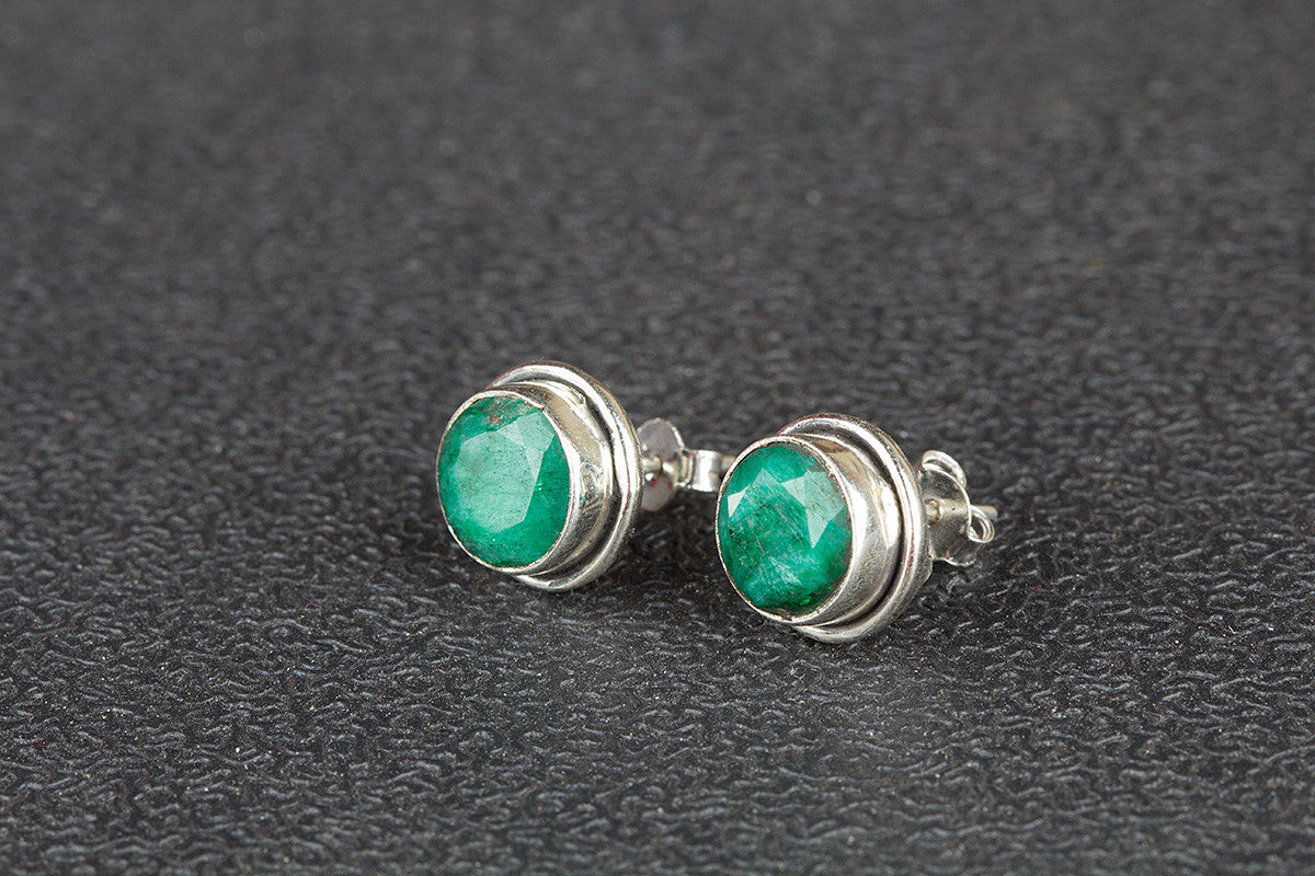 Amazing Green Onyx Gemstone 925 Silver Studs