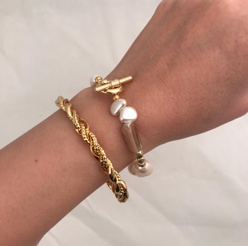 Faux Pearl with Toggle Bar Bracelet
