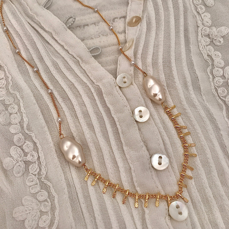 Chain tassel and organic shape faux pearl necklace